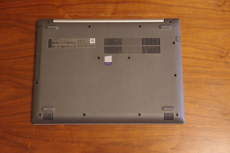 Lenovo(レノボ)「Ideapad 330(14)」の裏面